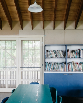 Summer camp classroom at the Norman Bird Sanctuary in Middletown, RI. Architecture by Foster Associates. Photographed by Caroline Goddard for Hope State Style, November 2018. All rights reserved.